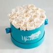 Стабилизированные белые розы в круглой коробке 21 шт.