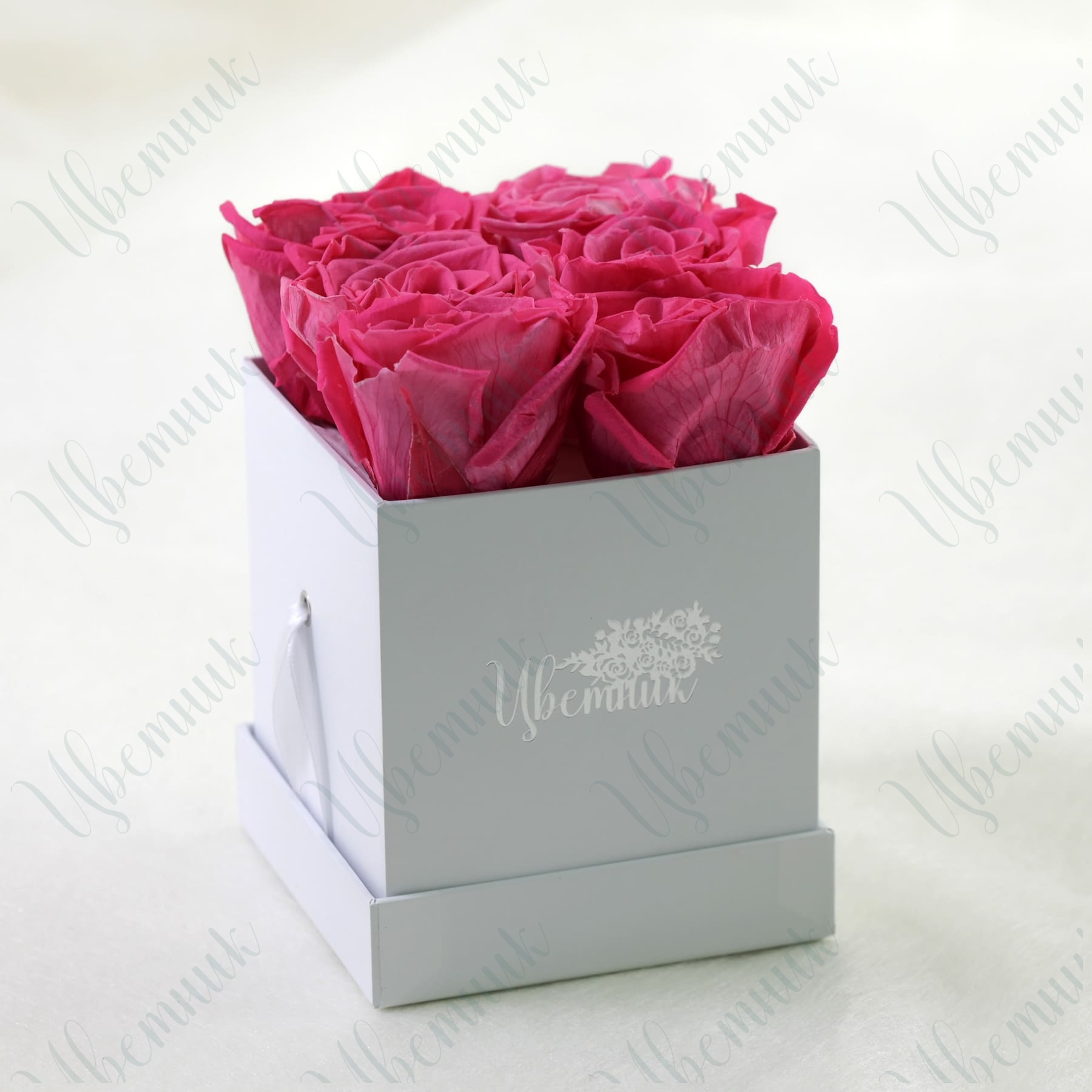Стабилизированные розовые розы в квадратной коробке 6 шт.