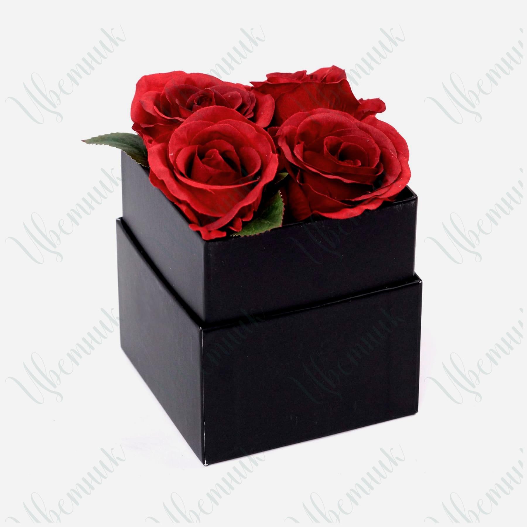 Квадратная шляпная коробка с 4 красными розами