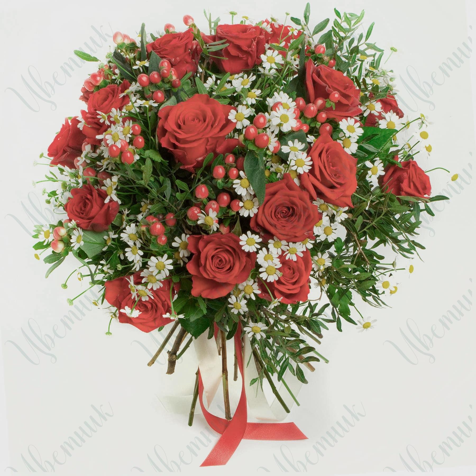 Летний букет из Красных роз и Камиллы