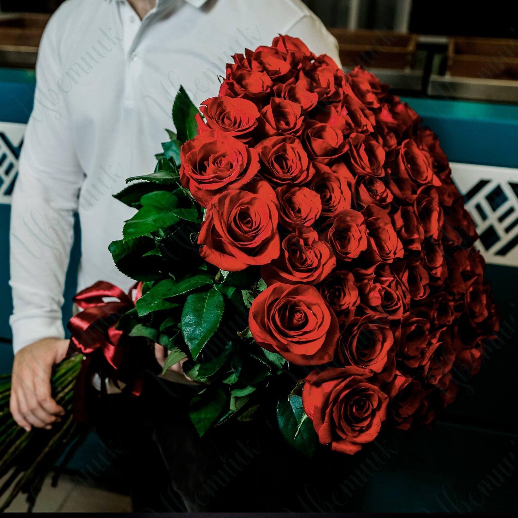 Изысканный букет из 101 красной розы длиной 70-90 см.
