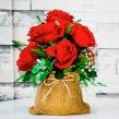 Композиция из 9 красных роз в мешочке из мешковины