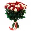 Красно-белый высокий букет из 101 розы