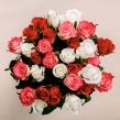 Букет-ассорти из красных, белых и коралловых роз