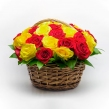 Корзинка из желтых и красных роз