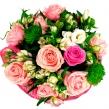 Яркий букет из микса роз и альстромерии