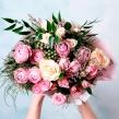 Сиреневый букет из микс роз и брунии