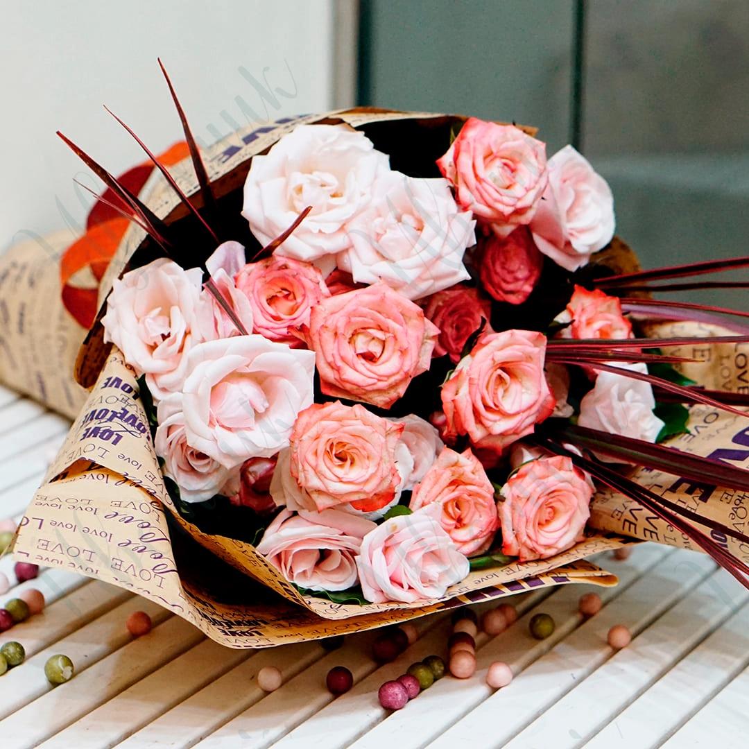 Винтажный букет из микса кремовых роз