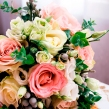 Букет невесты из роз, эустомы и брунии