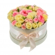 Нежная шляпная коробка из роз