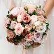 Букет невесты из разных оттенков роз